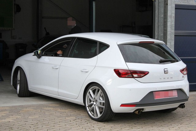 Spy photo Leon Cupra