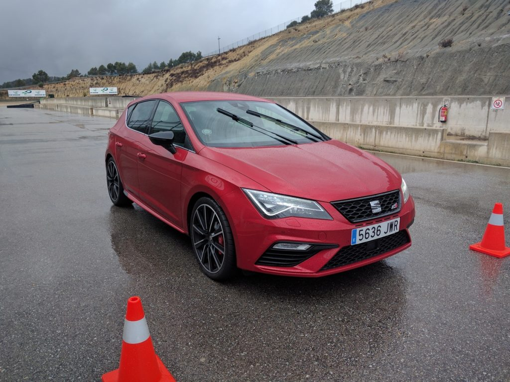 2017 seat leon cupra 300 review road and track. Black Bedroom Furniture Sets. Home Design Ideas