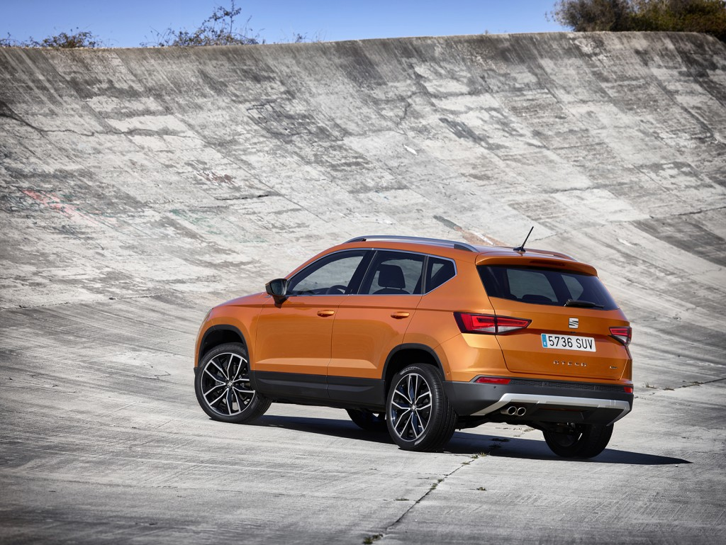 seat unveils ateca its first suv. Black Bedroom Furniture Sets. Home Design Ideas