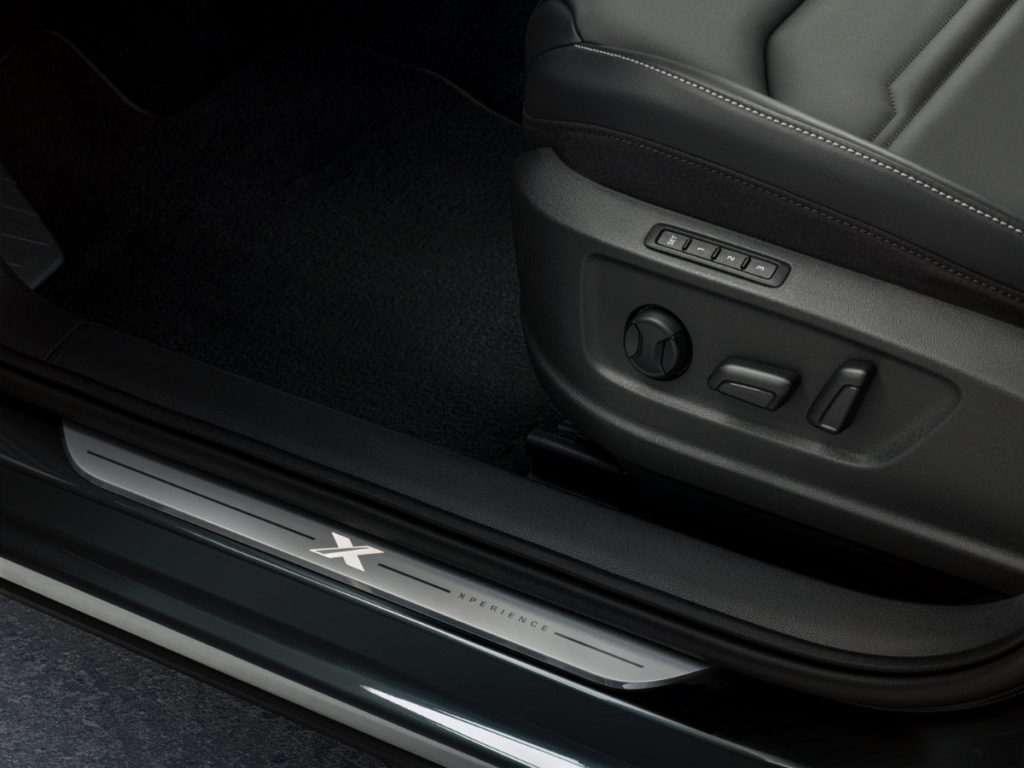 Door sill and footwell with the word Xperience lit on the door sill protector