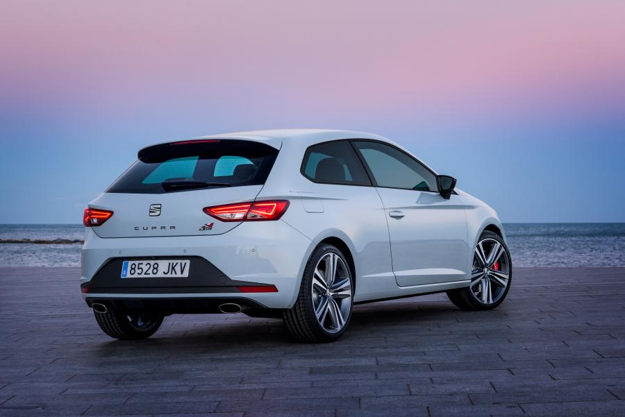 SEAT Leon CUPRA 290, exterior, static shot, 3/4 rear view
