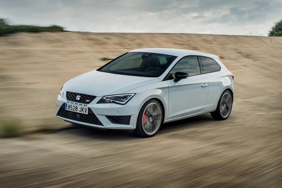 SEAT Leon CUPRA 290, exterior, dynamic shot, 3/4 front view
