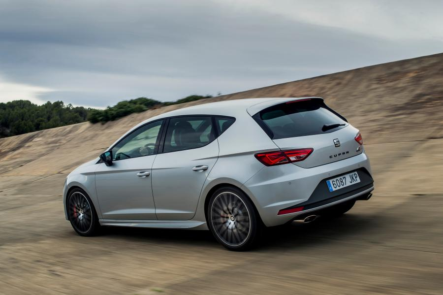SEAT Leon CUPRA 290, exterior, dynamic shot, 3/4 rear view