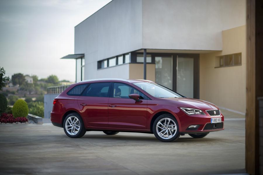 SEAT Leon ST 4Drive, exterior, static shot, 3/4 front view - See more at: http://www.seat-mediacenter.com/en-stories/model-range/new-seat-leon-st-4drive-versatile-on-all-roads/&v=i&p=1#sthash.wj4qzRxe.dpuf