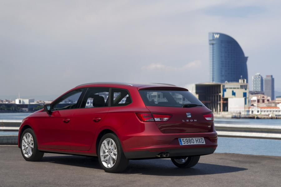 SEAT Leon ST 4Drive, exterior, static shot, 3/4 rear view