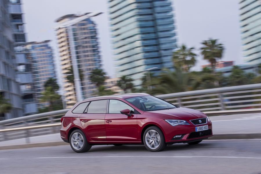 SEAT Leon ST 4Drive, exterior, dynamic shot, 3/4 front view