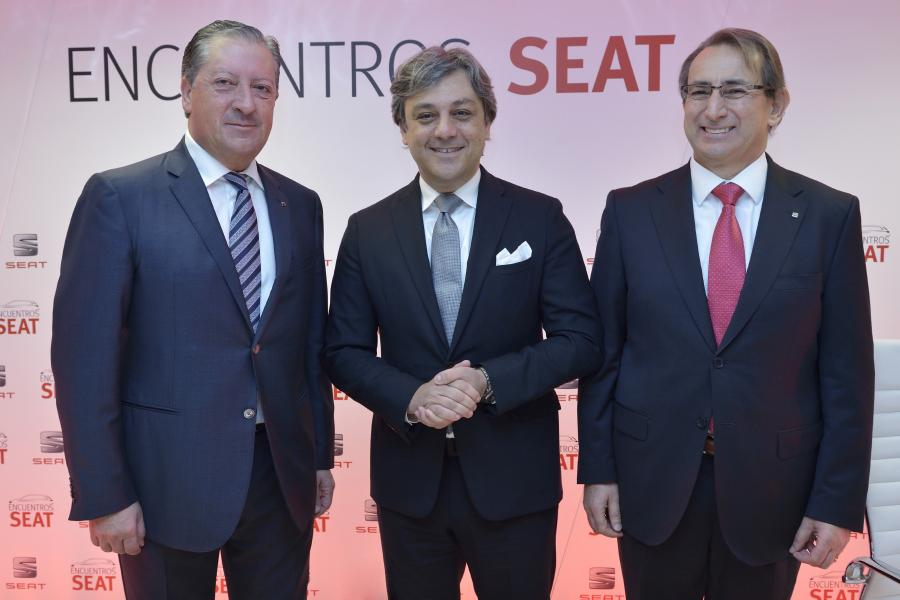 Ramón Paredes, SEAT Vice-President for Government Affairs; Luca de Meo, the company's Executive Committee Chairman, and Joaquín Serra, the brand's Quality Director, prior to the beginning of the Encuentros SEAT meeting