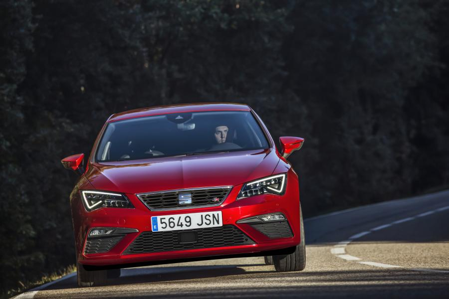 seat confirms new leon cupra 300 with 4wd. Black Bedroom Furniture Sets. Home Design Ideas