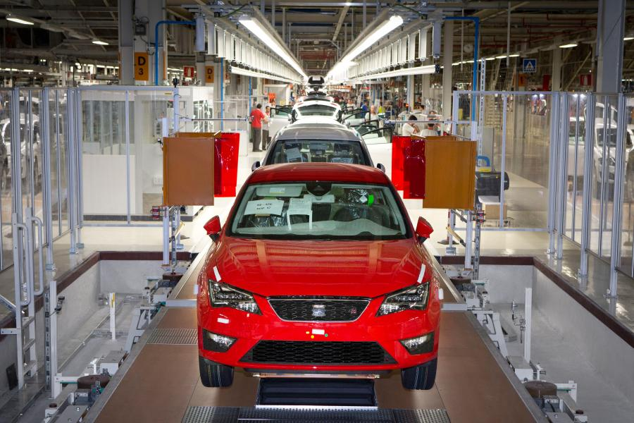 SetRatioSize900650-Production-of-SEAT-Leon-at-Martorell-plant2